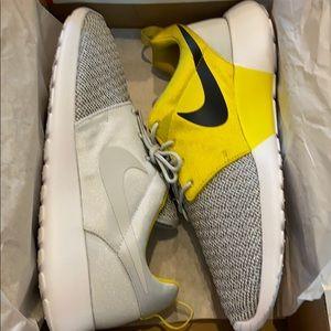 Men's Nike Rosherun Premium Size 12